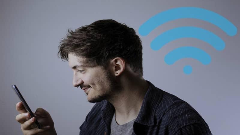 homem wi-fi conectado