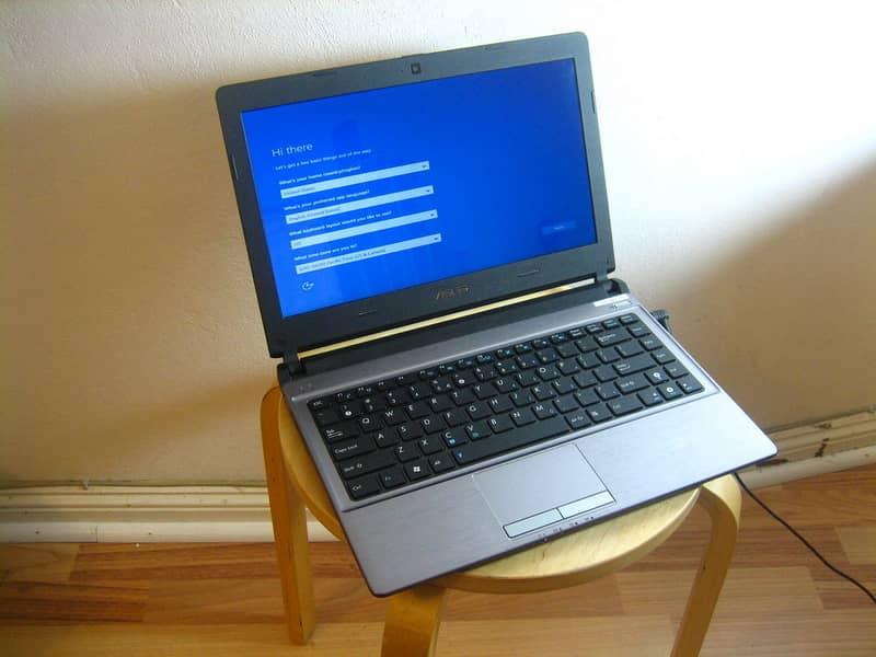 Instalação do laptop na cadeira do Windows