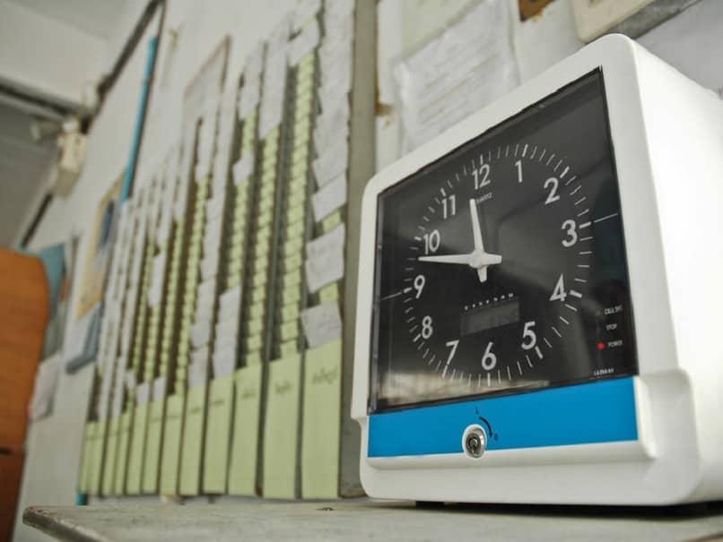 relógio que calcula o tempo trabalhado