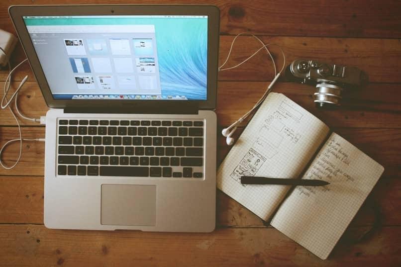 laptop trabalhando
