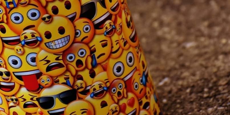 adesivos de emoticon