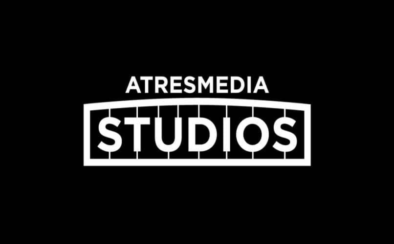 estúdios atresmedia preto e branco
