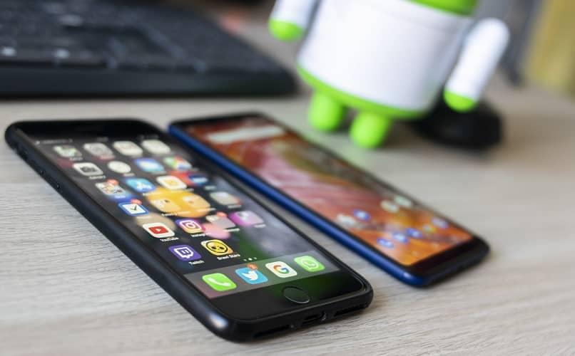 smartphones iphone na mesa
