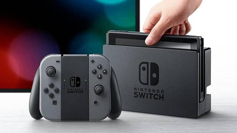 pessoa mão segure console nintendo switch