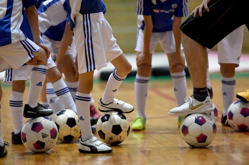 jogo de futebol infantil