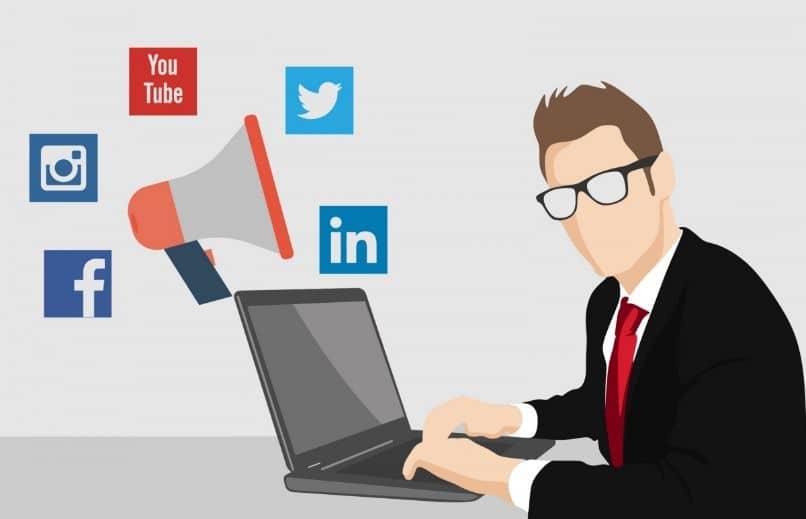 avaliando pessoas nas redes sociais