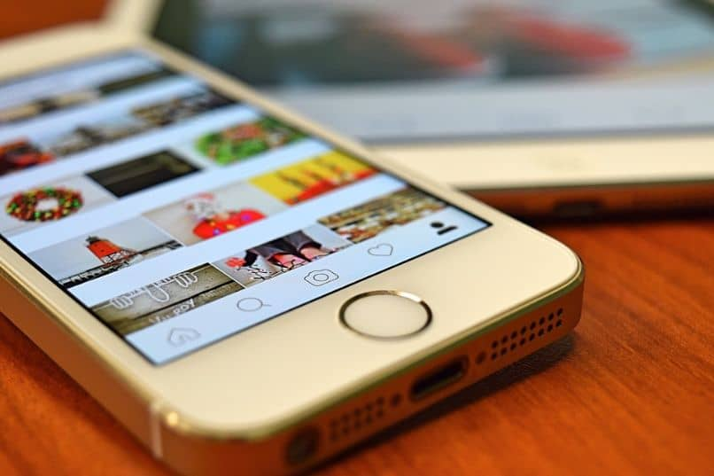 iphone e tablet com aplicativo instagram no desktop
