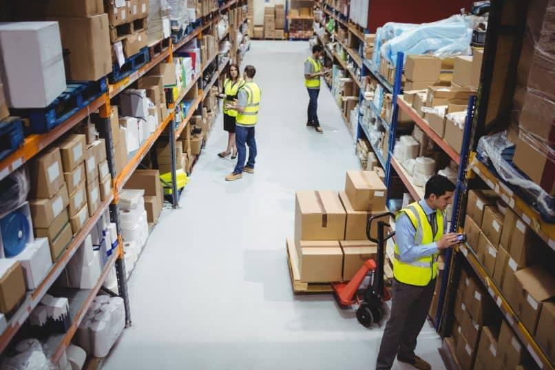 armazém ou armazém com trabalhadores