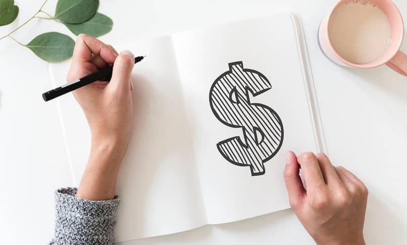 símbolo do dólar desenhado por um adolescente em um caderno