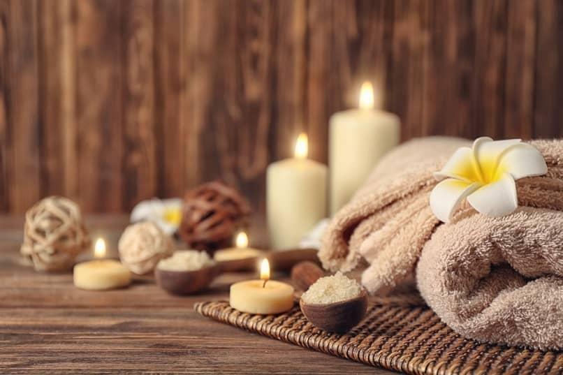 velas e flores para decorar espaços de spa