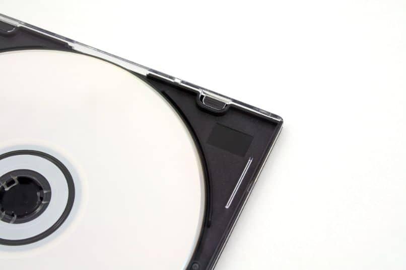 disco cd branco em sua caixa