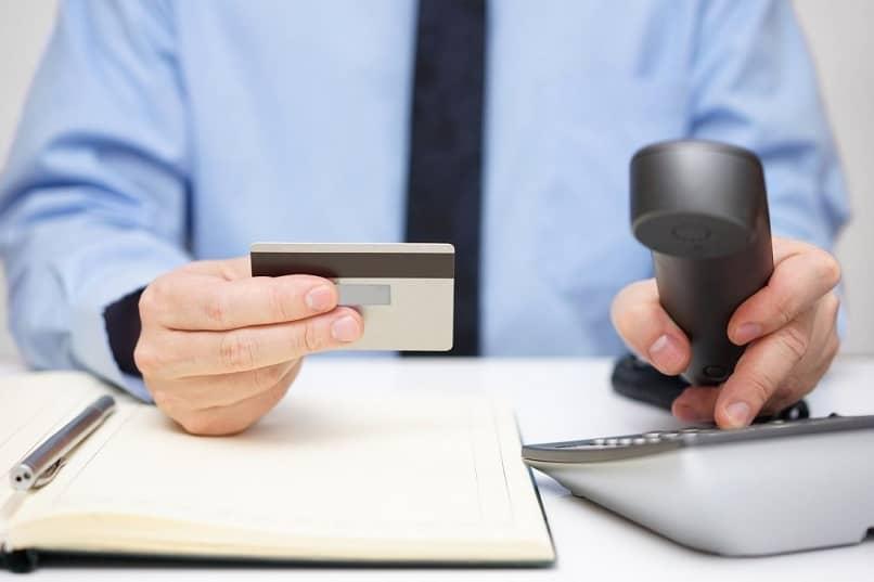 serviço telefônico para aplicação de crédito