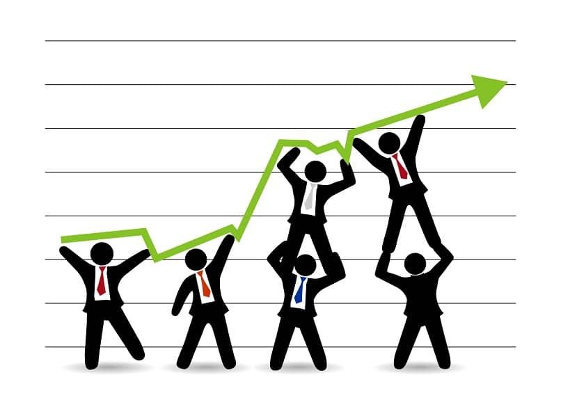grupo de empresários definindo metas e objetivos