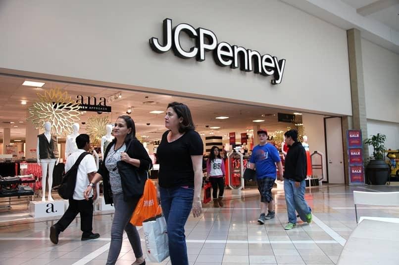 pessoas comprando no shopping