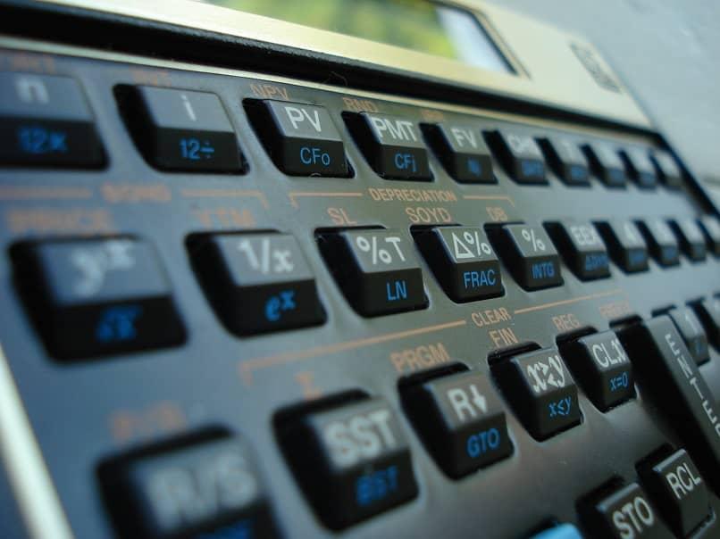 indica as teclas da calculadora financeira e suas funções