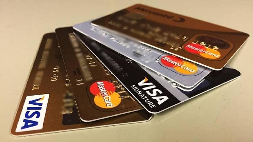 cartões de crédito na mesa