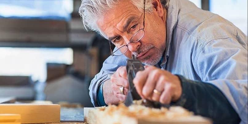 carpinteiro sênior aposentado